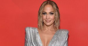 Jennifer Lopez Wore A Face Mask Chain By Second Wind