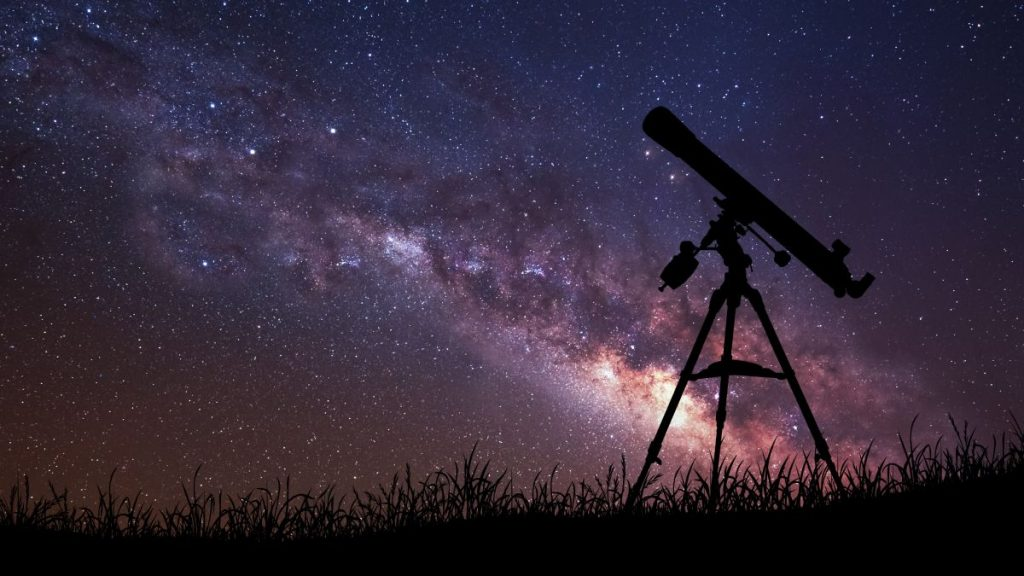 Catch a Rare Three-Planet Conjunction All Weekend