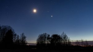 Watch the Moon and 3 Planets Line Up at Dawn